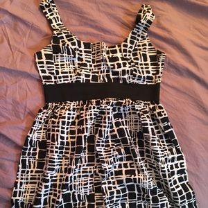 EUC Scarlett sz 10 black & white dress